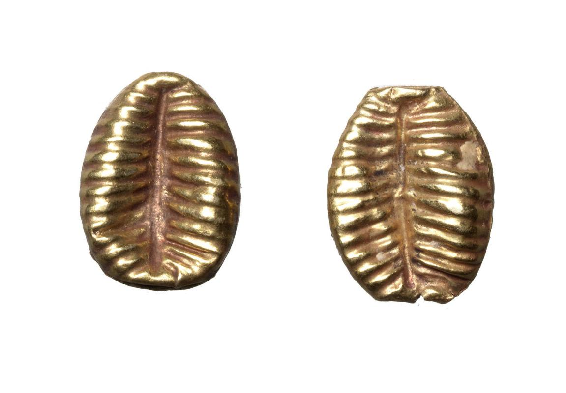 Two beads in form of a shell