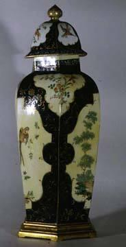 Worcester Vase with lid