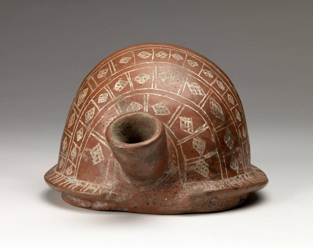 Spouted vessel in the form of a snail