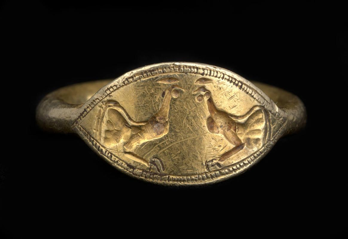 Signet ring with cocks