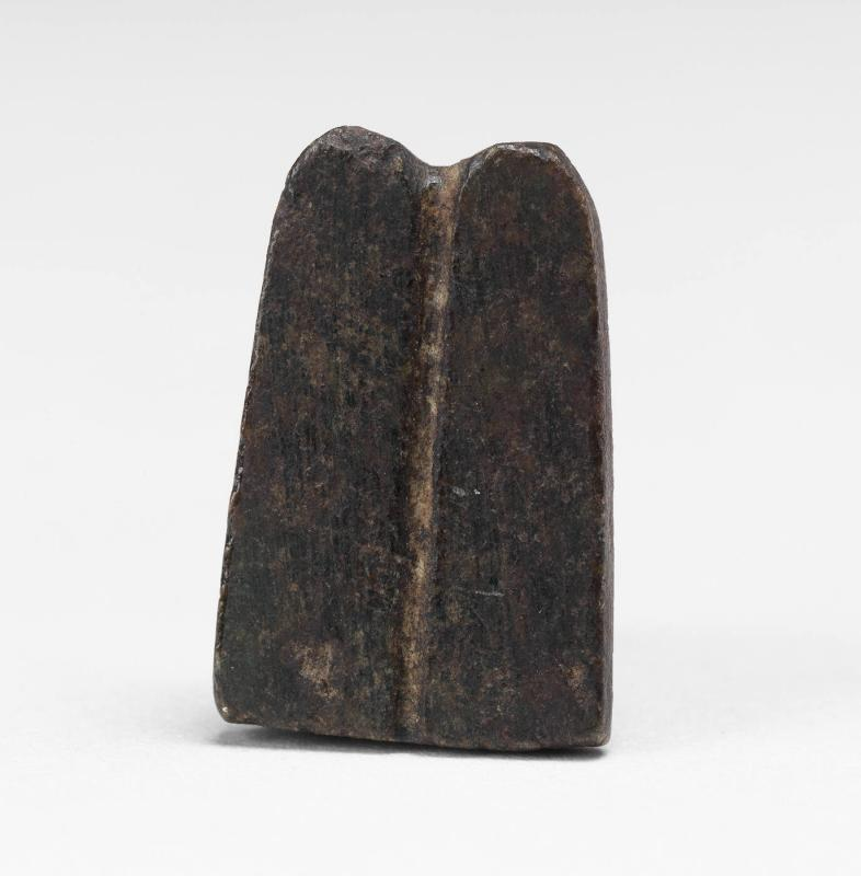 Amulet of pair of fingers [or possibly two feathers/plumes]