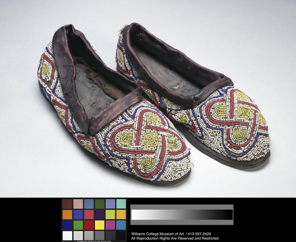 Bàtà ìlèkè (beaded shoe)