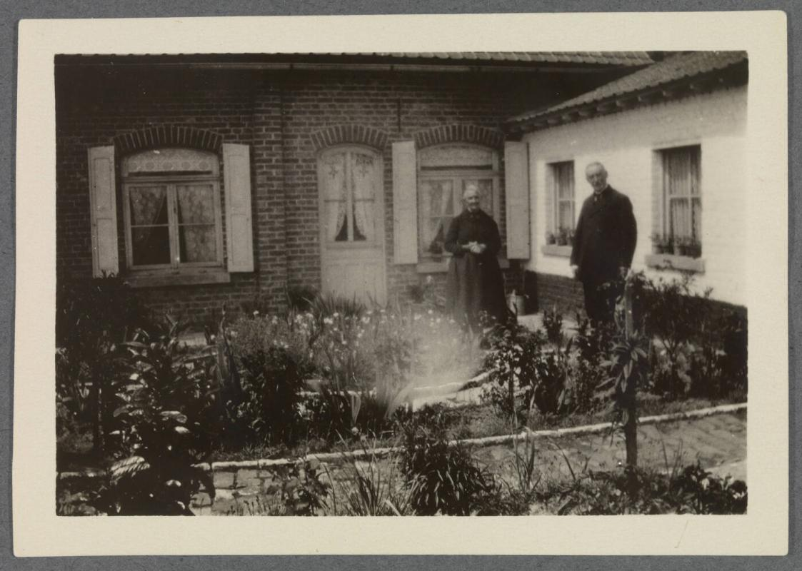 1927-1929 series of Eugénie and Charles Prendergast and Vankemmel family members in France; couple in courtyard