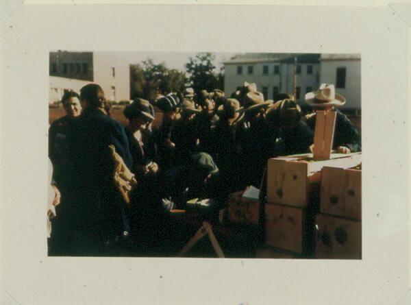 Distributing surplus commodities, St. Johns, Ariz.